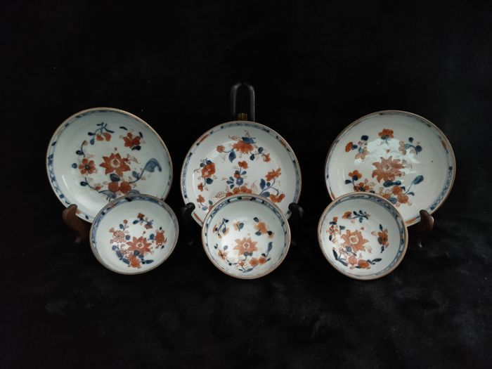 "Porcelain cups and saucer decorated with ""Imari"" - China - 18th century"