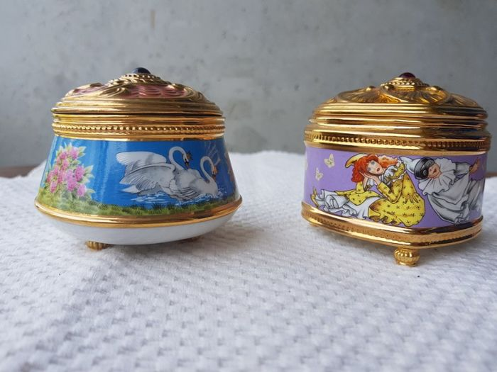 2 porcelain music boxes from the House of Faberge 22 K gold plating
