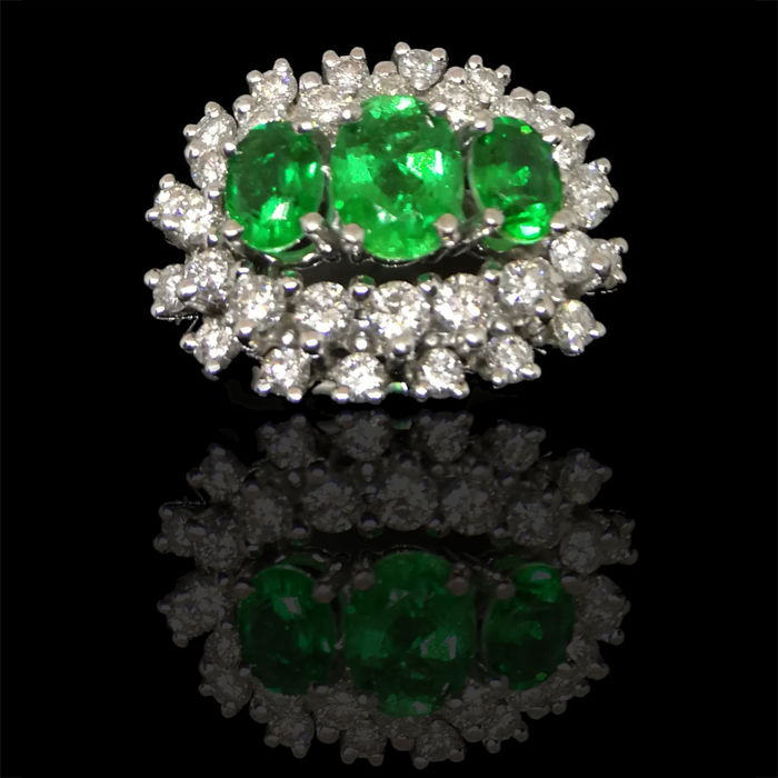 Ring 18 kt White gold with 3 emeralds 1.34 ct. and diamonds 1.18 ct