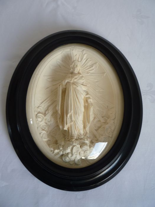 Pipe clay plaque of Jesus Christ behind convex glass - France - circa 1850