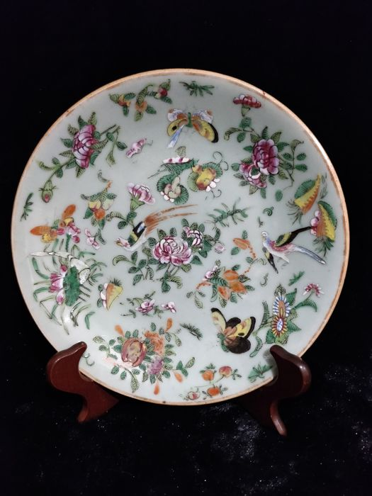Famille rose porcelain dish decorated with flowers and birds - China - 19th century