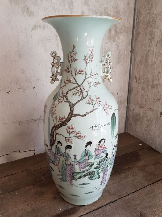 Large famille rose vase - China - ca. 1920 (republic period)