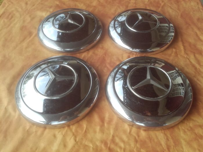 Mercedes - 4 hubcaps for 190 sl W 121 Pagode W 123 etc. from 1960
