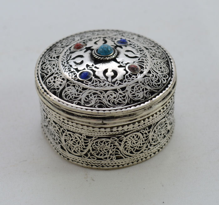 Tobacco snuff box - silver - filigree & gemstones - Niello black enamel paint -  Turkey - ca. 1930's