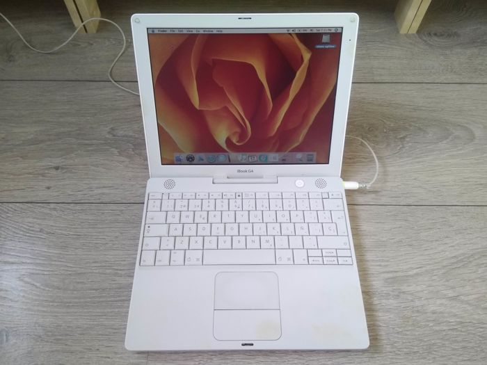 "Apple iBook G4 12"" (Late 2004) - PowerPC G4 1.2Ghz, 512MB RAM, 60GB HD, 12"" screen - Model A1054 - with original charger"