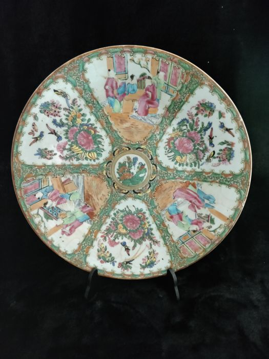 Canton porcelain plate with characters decoration - China - 19th century
