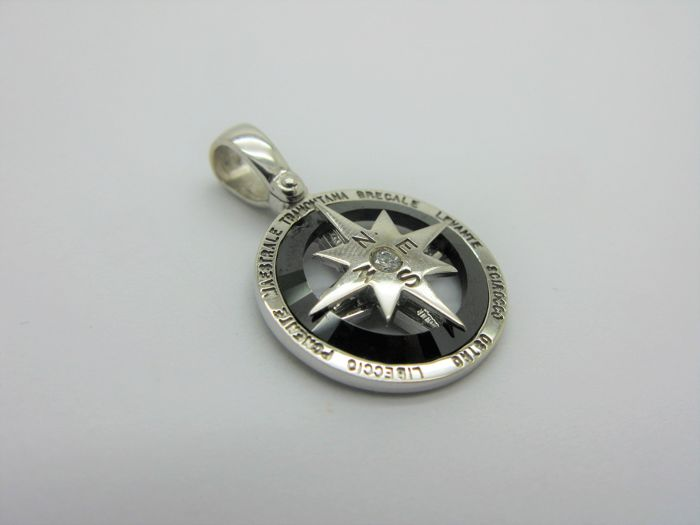 Compass rose pendant in solid 18 kt (750) white gold with natural diamond