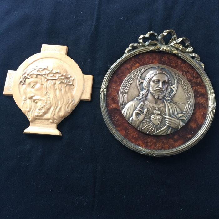 2 christs of the 1930s. One bronze and other ceramic.