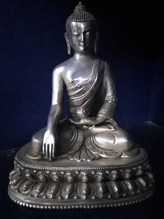 Bronze Buddha statue of Sakyamuni - Nepal - Second half of the 20th century (22cm)