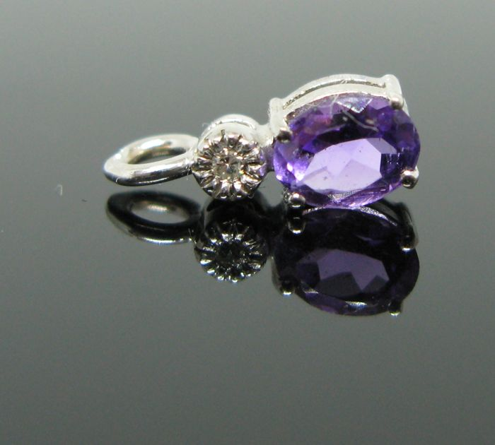 18 KT White gold pendant set with 1 natural amethyst oval-faceted-cut 1,05 ct and 1 diamond round-brillant-cut tot ct 0,03 G/VVS1.  ++ NO RESERVE PRICE ++