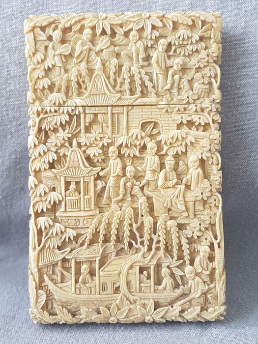 Finely carved Ivory card box - China- Canton - second half 19th century
