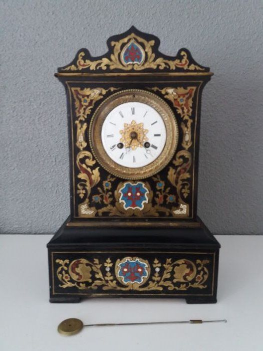 Antique wooden mantel clock with stunning inlay - France 1st half 19th century