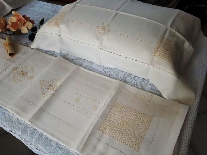 Prestigious extra pure 100% linen sheet with Sicilian pulled thread and antique stitch embroidery, entirely handmade
