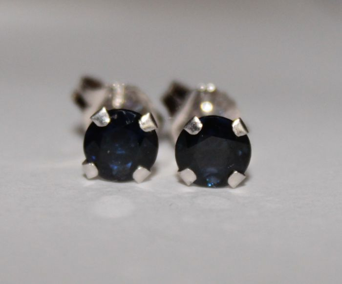 10 kt white gold earrings with natural sapphires of 0.50 ct ***No Reserve Price***