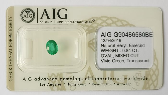 Emerald Vivid  Green 0.84 ct