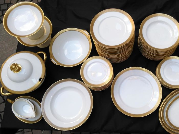 Thomas Bavaria - 88-piece set of plates in ivory-coloured porcelain with gold edges