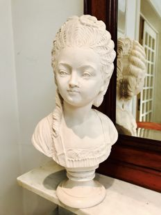 Bust of Belle Époque Lady