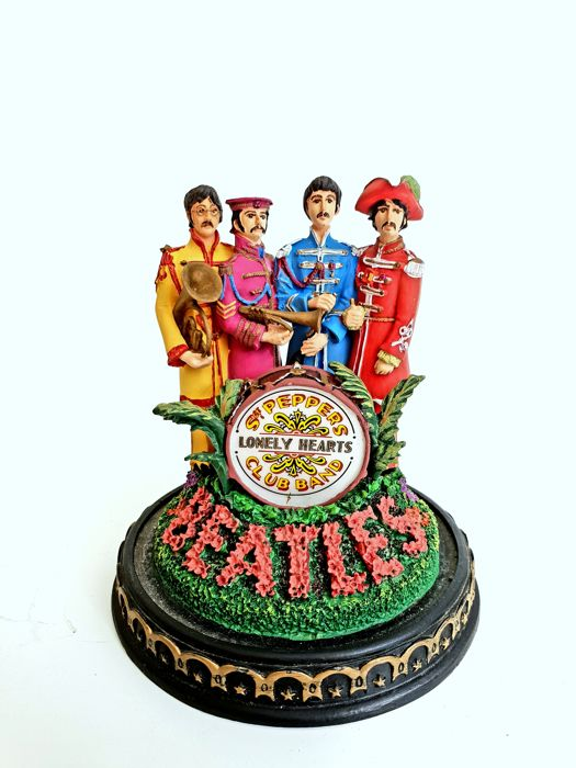 "The Beatles - ""Sgt Pepper's Lonely Hearts"" Sculpture dome"