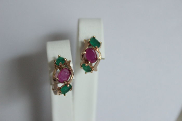 Gold earrings with natural emeralds and rubies - Length: 1.35 cm