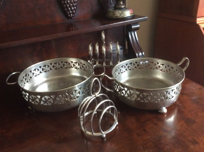2 Silver plated casserole stands and 2 toast/bread racks , England, EPNS