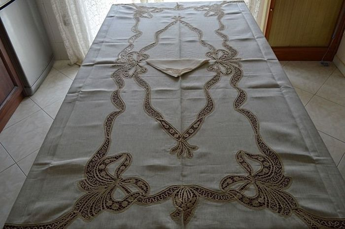 Highly researched x12 tablecloth in 100% pure linen with Cantu 'love knot embroidery by hand - Linen - AFTER 2000
