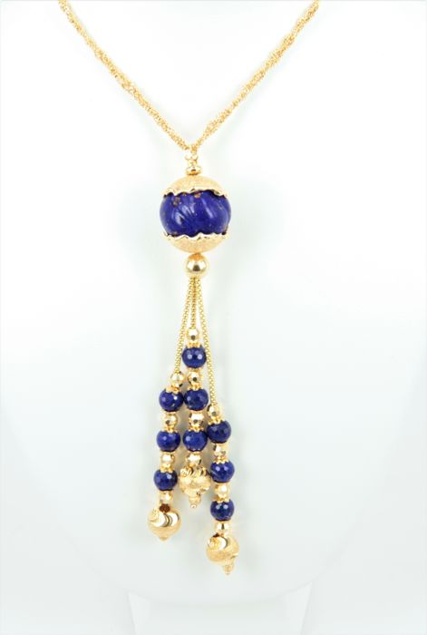 Exceptional necklace with lapis lazuli, made in Italy, by the brand 'Ikebana', interwoven chain in 18 kt 750/1000 gold - weight 26.1 g - Length 43 cm; pendant length 10 cm.