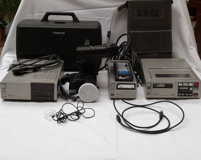 Lot consisting of a video camera - video recorder - signal converter - battery charger