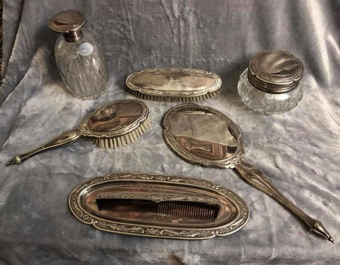 An important , vintage , high quality Silver Plated , Lady´s toilet set , marked: ALPACA , Spain , Circa 1960 , seven different items