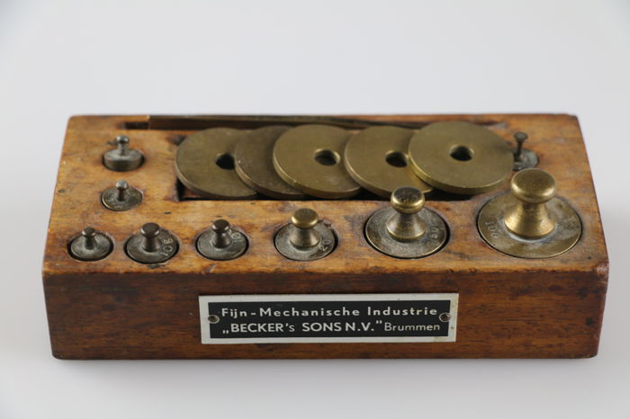 Beautiful pharmacist weights set Becker's Sons N.V. Brummen