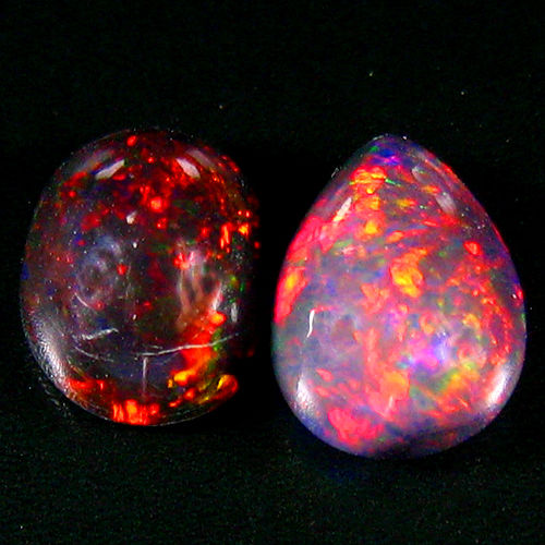 Set of Black opal - 10.2 x 8.2 x 3.9 mm , 9 x 5.8 x 4 mm - 2.45 ct ( 2)