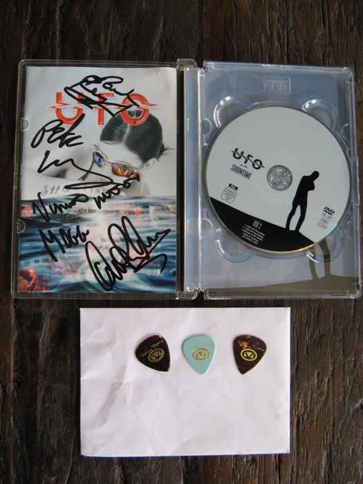UFO - Showtime 2 live dvd box with signed booklet - 3 Vinnie Moore pics -  Lights out in Tokyo - live dvd-audio