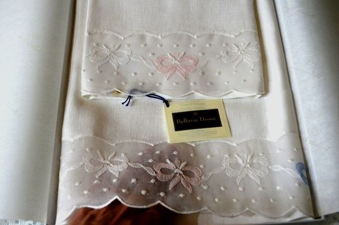 Towels 1+1 - Bellavia ricami - made of pure 100% linen and organza - hand embroidered in satin stitch