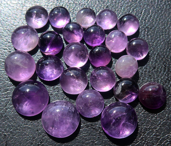 Lot of natural amethysts - cabochons in round shape - size 8 to 19 mm - 88.5 ct (24)