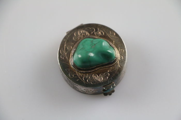 Louis rein box/pill box with green stone/flowers.