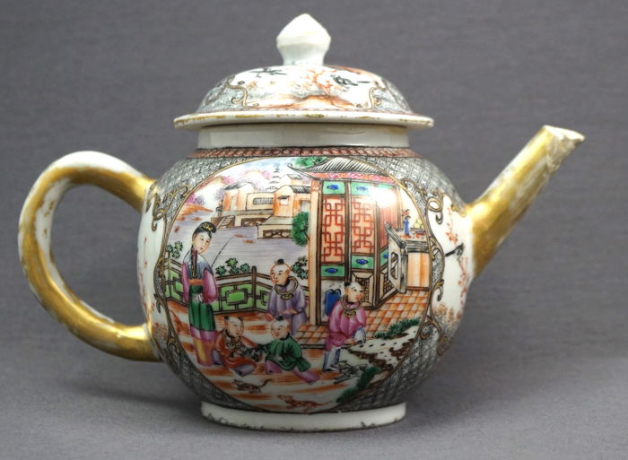 Large 'Encre de Chine' famille rose teapot with scenery of figures in landscape - China - Qianlong period (1735-1796)