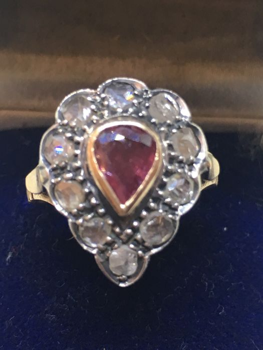 Ring from 1950 with rose coronè diamonds and ruby
