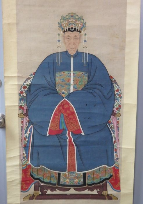 "Large Ancestor portraits of a lady in blue robe with insignia badge and gold phoenix hat, with ""Certificate of Antiquity"" from Hong Kong Art Craft Merchants Association Limited  - China - 20th century"