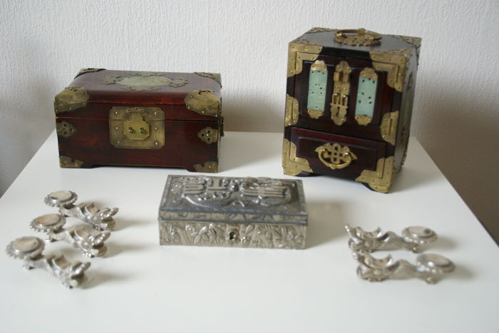 3 Chinese vintage jewelry boxes 1 white metal and 5 chop sticks holders - China - second half 20th century