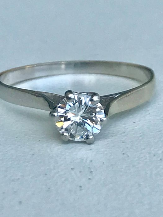 Solitaire ring in white gold and platinum set with a 0.70 ct Top Wesselton diamond - Size 61/19.40 mm