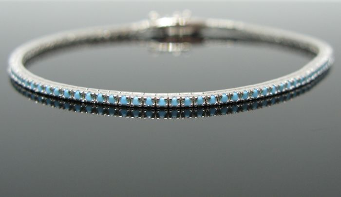 18 kt white gold tennis bracelet set with natural turquoise round-cut ct 2,00 tot.