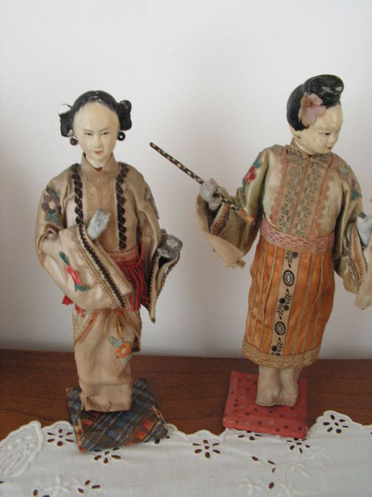 Couple - two figurines in traditional garb - China - 19th century
