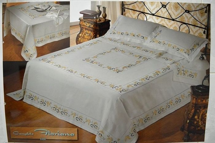 Rich bedspread made of pure 100% linen with a mimosas embroidery in handmade satin stitch