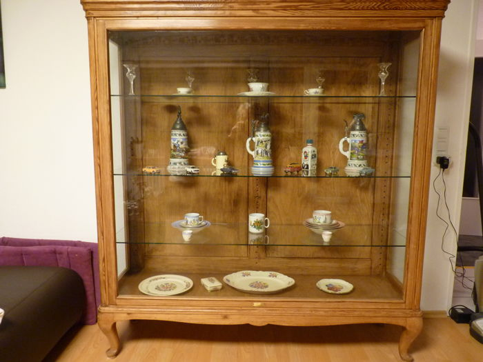 Display cabinet from the 20s from a Wiesbaden homeware shop, was intended for the presentation of utensils