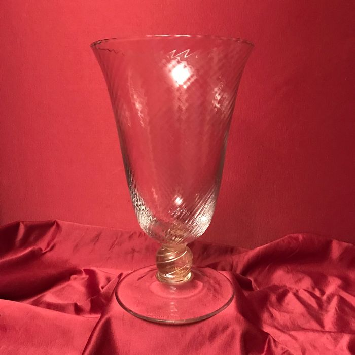 Murano (not attributed) - Large crystal glass goblet with gold leaf inclusions (33 cm)