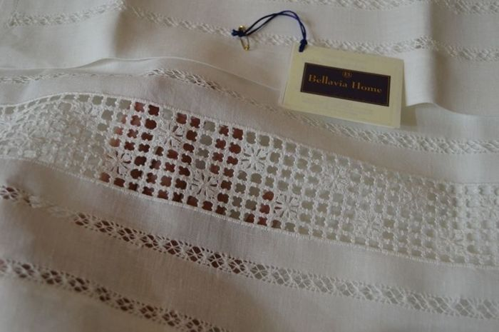 Towels 1+1 - Bellavia ricami - made of pure 100% linen - hand embroidered in peahole hemstitch