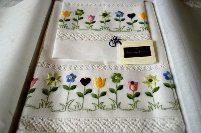 Towels 1+1 - Bellavia ricami - made of pure 100% linen - hand embroidered in satin stitch
