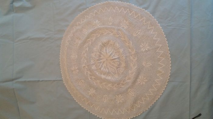 Gorgeous tablecloth made by hand in thread crochet technique. 1918. Dimensions: 62 cm circumferentially