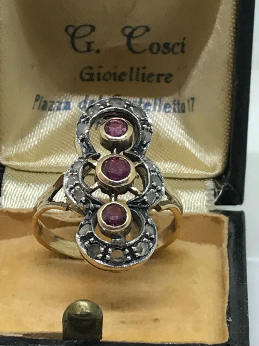 Gold ring (14 kt) with diamonds and rubies