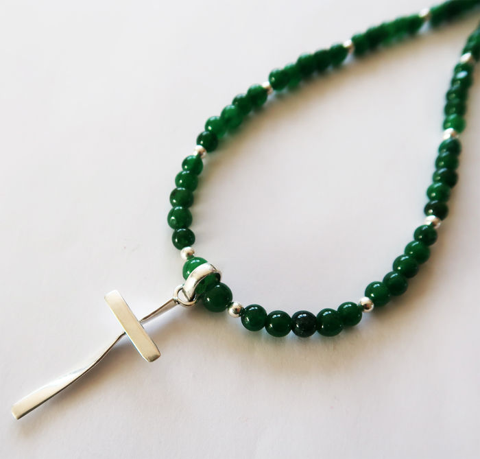 Necklace made of emeralds and silver gems, adorned with a silver cross