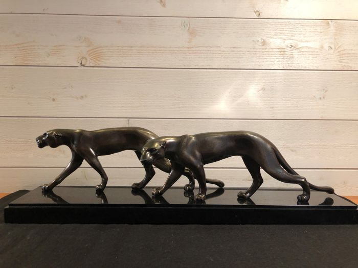 M. Font - Sculpture in patinated spelter on black marble - Duo of Panthers / Lionesses